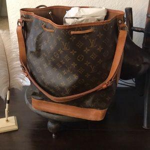 Handbags - 🌷sold🌷Authentic Louis Vuitton Noe Shoulder Bag